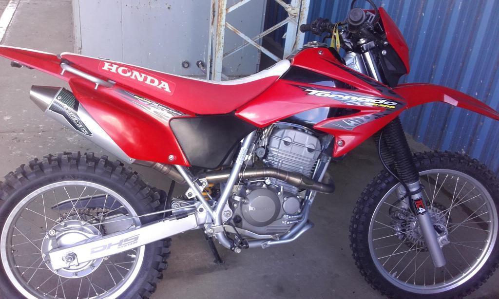 Honda Tornado con Accesorios