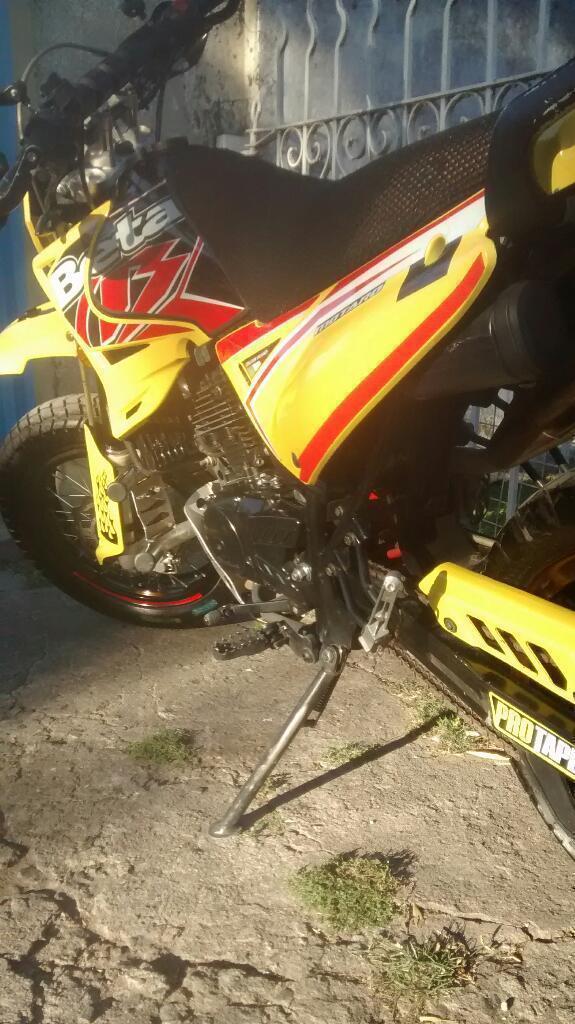 Vendo Beta Motard 200cc.mod 2012