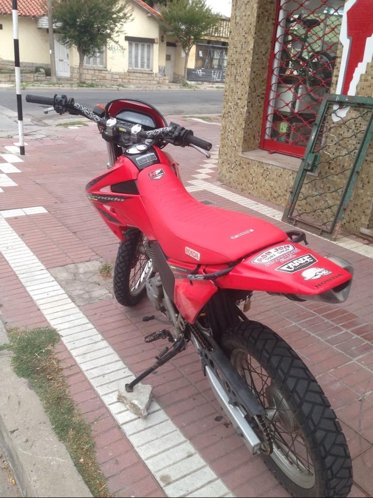 Moto Honda Tornado