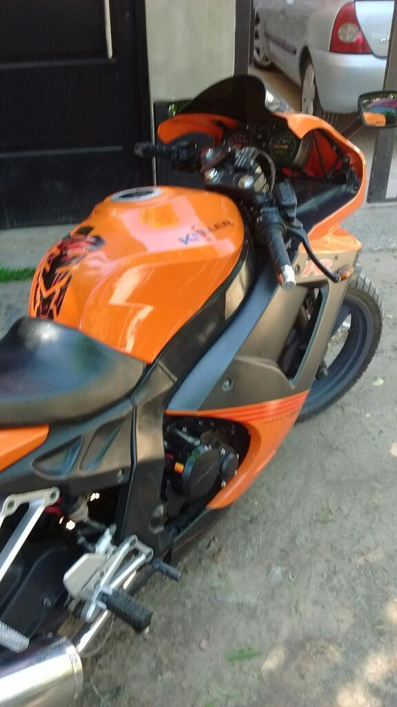 Vendo Moto Impecable