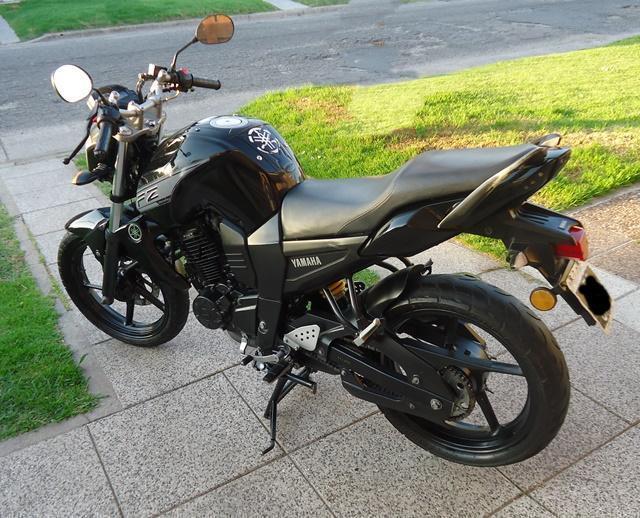 YAMAHA FZ 1.6 cc AÑO 2013, Vendotomo moto en parte de pago