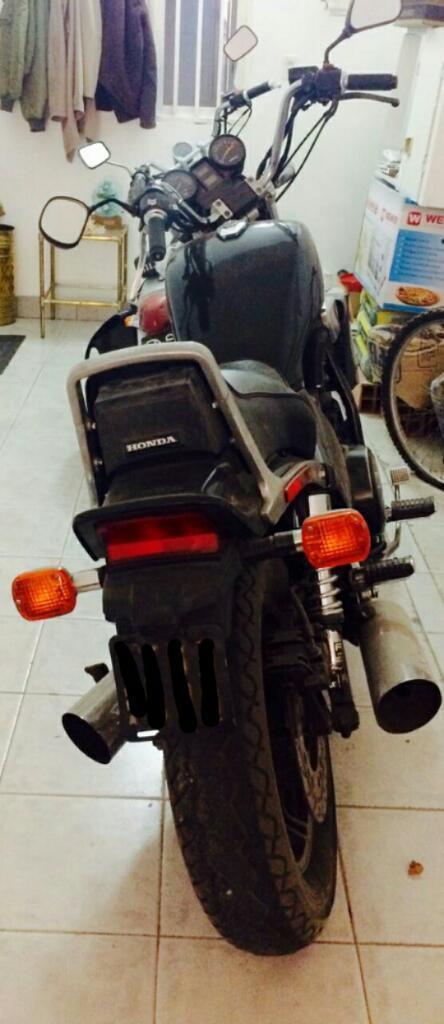 Honda Magna 1200cc V65 - Única