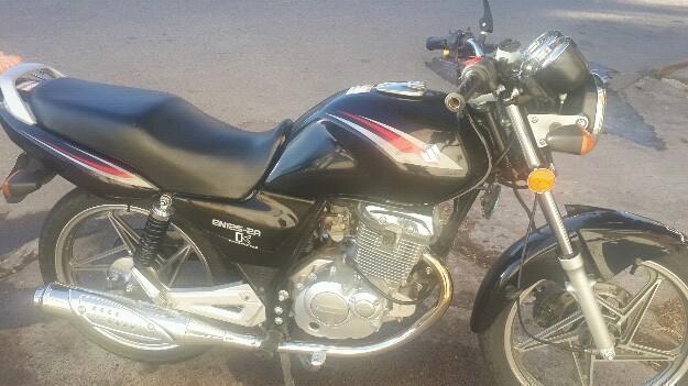 Moto suzuky EN125 2A mod 2013 imprcable 5500 km