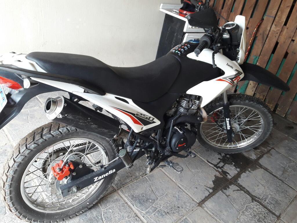 Vendo Moto Enduro 250cc