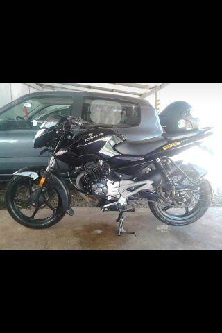 Vendo moto Rouser 135, modelo 2016, color negro todos los papeles