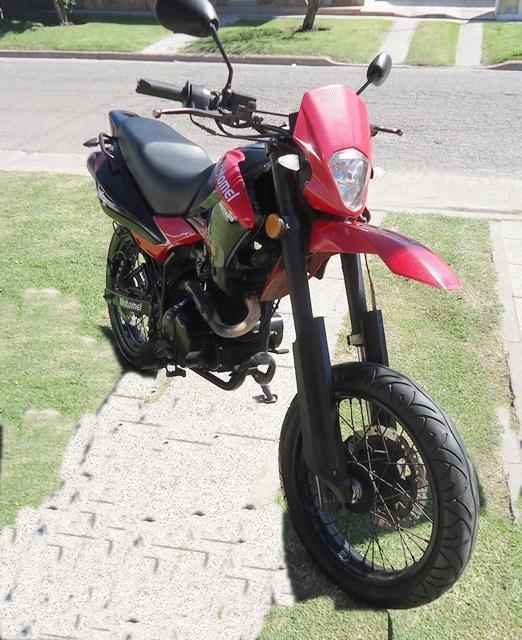 MOTOMEL MOTARD 200 cc AÑO 2013. Vendotomo moto en parte de pago