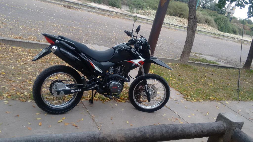Vendo moto Zanella ZR 125 Enduro/Calle modelo 2013, encendido electrónico, único dueño, impecable