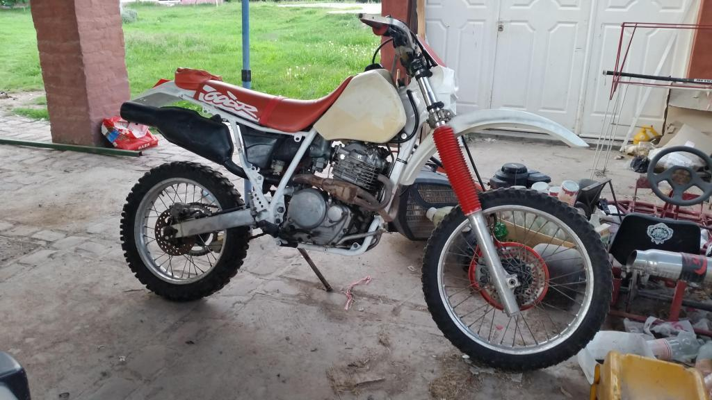 VENDO XR600R P/RESTAURAR