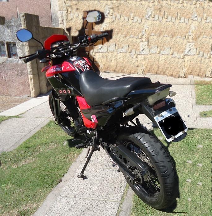 MOTOMEL MOTARD 200 cc AÑO 2013. Vendotomo moto en parte de