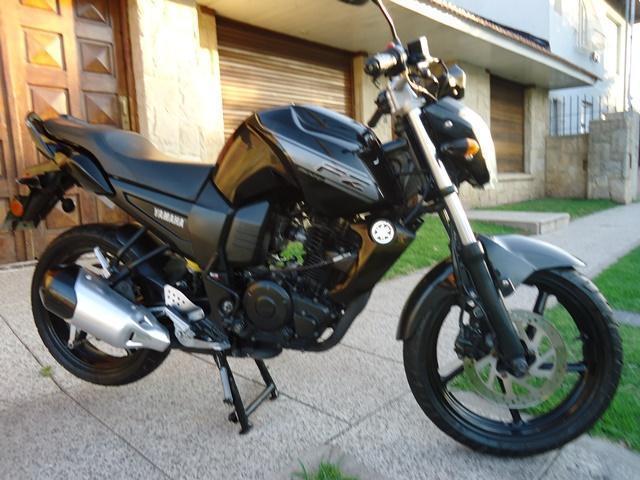 YAMAHA FZ 1.6 cc AÑO 2013. Vendotomo moto en parte