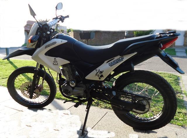 ZANELLA ZR 200 cc AÑO 2012. Vendotomo moto en parte de pag