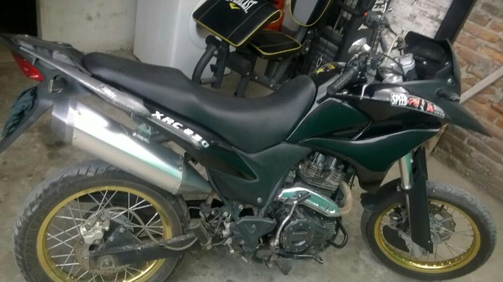 Vendo Moto 250cc Enduro