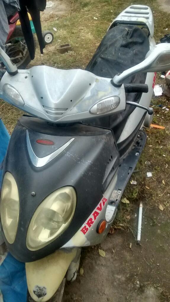 Vendo Moto Barava de Regalo Un Escuter