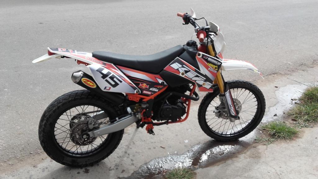 Vendo Moto Enduro 250cc. Modelo 2012