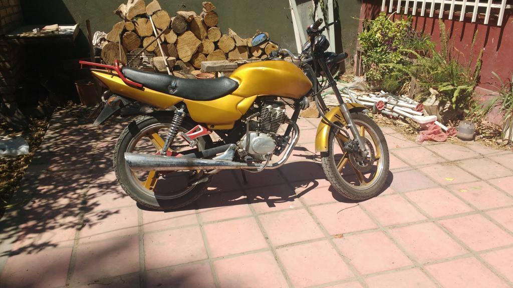 vendo o permuto por menor y plata a mi favor o igual valor Moto Mondial modelo RD 150 H 2006