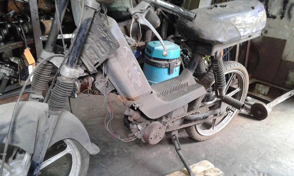 ciclomotor juki enfierrado