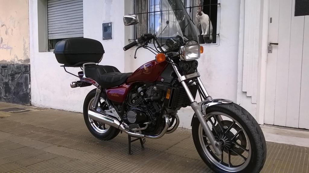 Honda Magna V30
