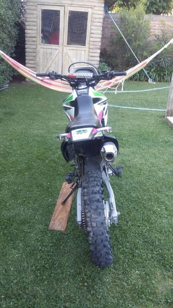 vendo moto onda tornado con caño de escape y cubiertas mas accesorios originales
