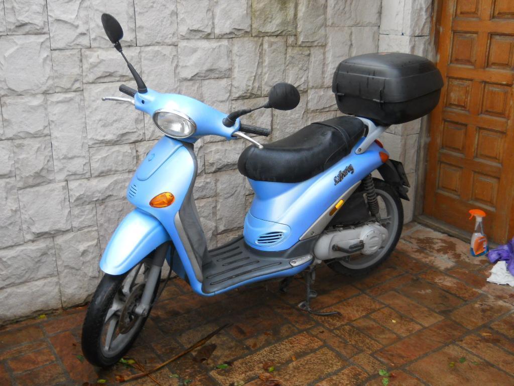 Piaggio Liberty 1999 único dueño simil Vespa Hermosa moto italiana con Valija GIVI y 2 cascos