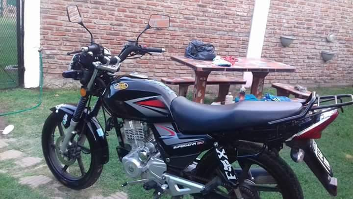 Moto Jawa supernova 150 modelo 2012. Titular , papeles al día
