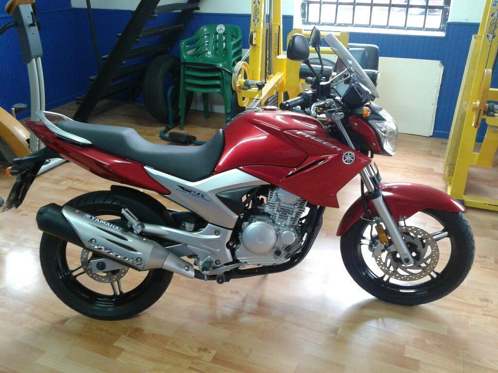 Moto Yamaha 250 Exelenre Estado Comprada en Agencias Oficial con Servis Al Dia Tiene 5000