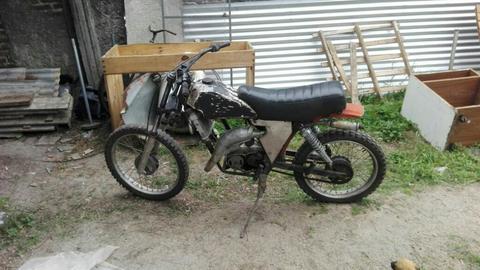 Vendo Moto Croos Juki 80